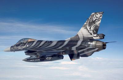 Revell mudellennuk Lockheed Martin F-16 Mlu \Tigermeet 2009\  1:72