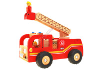 Puidust tuletõrjeauto koos tuletõrjujatega