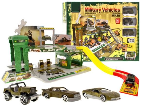 Kahetasandiline sõjaväebaas ja militaarautod