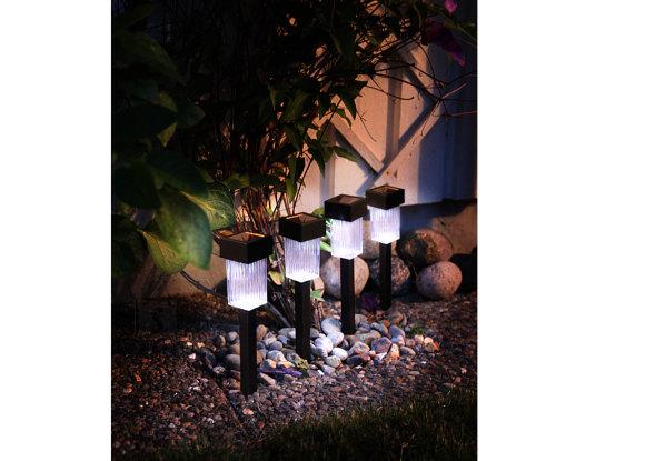 Päikesepaneeliga aiavalgustikomplekt 4 tk