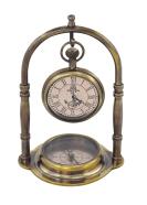 Merestiilis lauakell kompassiga