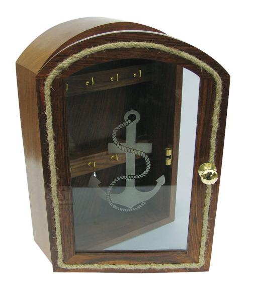 Kapteni kajuti võtmekapp klaasiga