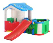 Aiaga ümbritsetud laste mängumaja aeda või lastetuppa