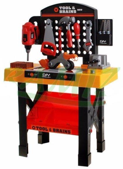 Töölaud tööriistadega