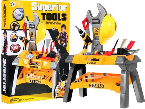 Töölaud koos tööriistadega
