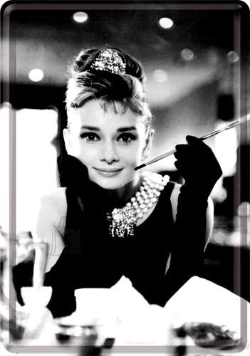 NostalgicArt Postkaart metallist 10x14,5cm / Breakfast at Tiffany´s Audrey