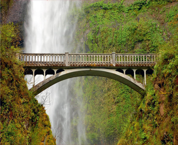 Fliis fototapeet Bridge near waterfall 360x270 cm