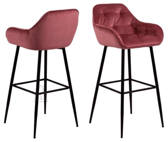 *Baaritooli iste ja seljatugi on kaetud korallroosa sametise kangaga<br /> *jalad on metallist, viimistletud musta pulberv??rviga<br /> *istumisk??rgus: 79 cm<br /> *komplektis on 2 tooli