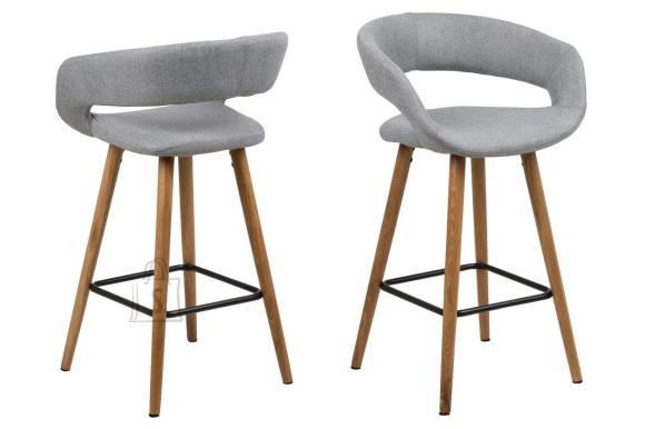 *Madalad baaritoolid sobivad paigutamiseks k????gisaare alla<br /> *toolide istumisosa on kaetud helehalli kangaga<br /> *jalad on ??litatud tammepuust<br /> *toolidel on metallist jalatugi<br /> *istumisk??rgus: 65,5cm<br /> *komplektis 2 tooli