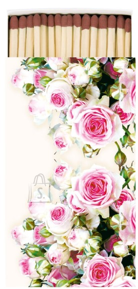 Tikud roosade roosidega