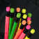 Harilik pliiats Deli Neon HB kolmnurkne puiduvaba kustukummiga