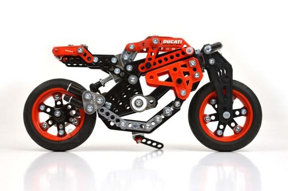 Meccano konstruktor mootorratas Ducati