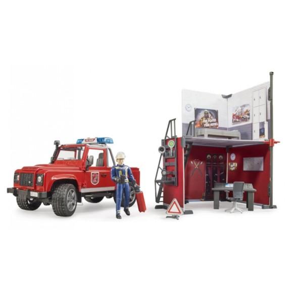 BRUDER tuletõrjedepoo koos Land Rover Defenderiga ja tuletõrjujaga, 62701