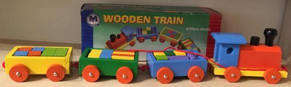 Rong kuubikutega. Aitab lastel õppida värvi ja arendab loogikat.
