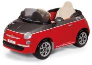 Elektriauto Fiat 500 koos juhtimispuldiga